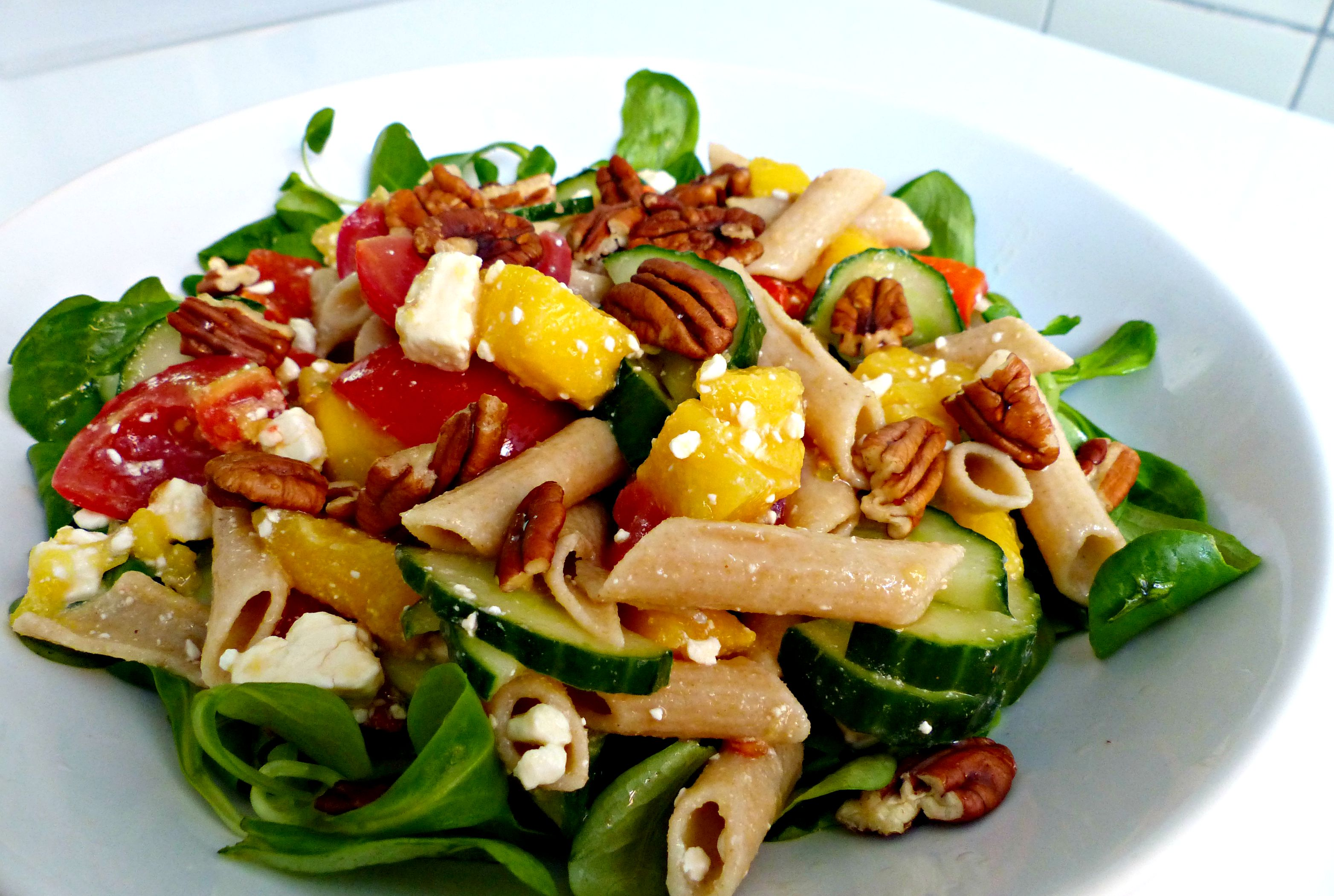 recept: zomerse salade met mango, feta en pecannoten - optima vita